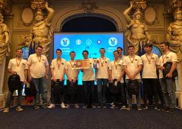 Das österreichische Team nach dem ECSC 2019 mit Urkunde und Bronze-Medaillen